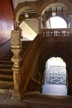 Jabalquinto Palace / Palacio de Jabalquinto, Baeza  Spain Tourist Spots, Spain And Portugal, Spain Travel, Historical Sites, Places To Visit, Stairs, Vacation, Mansions, Granada