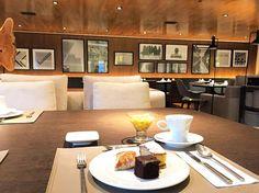 Café da manhã com vista para as fotos do André Nacli e a arquitetura linda da Fernanda Cassou. Mais um ambiente desse super hotel @nomaahotel  @fhits @parkshoppingbarigui #FhitsFashionDay #FhitsNoPKB #FaçaSerIncrível