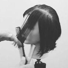 Layered Bob Feather Razor Haircut New Hair Cut guild wars 2 new haircuts Hair Cutting Videos, Hair Cutting Techniques, Layered Bob Haircuts, Short Bob Hairstyles, Pixie Bob Haircut, Razor Haircut, Point Cut Hair, Feather Razor, Feather Cut