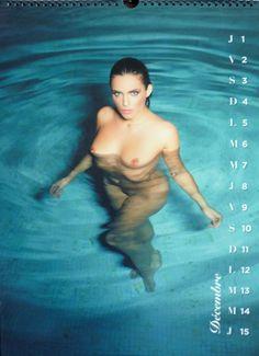 Photos : Clara Morgane nue dans son calendrier 2016