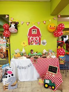 Boys First Birthday Party Ideas, 4th Birthday Parties, Birthday Photos, Farm Animal Birthday, Farm Birthday, Safari Party, Birthday Decorations, Gift Wrapping, Lucca