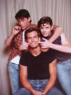 Thomas Howell, Rob Lowe, and Patrick Swayze - the Curtis brothers. The Outsiders Quotes, The Outsiders Cast, The Outsiders Imagines, Iconic Movies, Good Movies, 80s Movies, Ralph Macchio, Patrick Swayze, Dirty Dancing