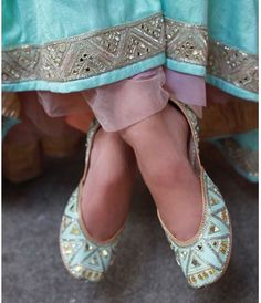 Brides wearing flats for wedding function should be the first choice. Bride Shoes, Wedding Shoes, Wedding Outfits, Indian Shoes, Bridal Sandals, Types Of Heels, Women's Feet, Trendy Shoes, Stylish Sarees