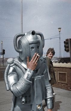 Remember that behind-the-scenes shot of a Cyberman smoking, circa I found a color version. Weird Vintage, Best Sci Fi, Sci Fi Art, Tardis, Behind The Scenes, Character Design, Vintage Robots, Alex Kingston, Sats