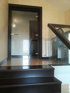 usa de sticla batanta , cu toc de lemn . Bathroom, Decor, Furniture, Home, Glass Design, Framed Bathroom Mirror, Mirror, Bathroom Mirror, Home Decor