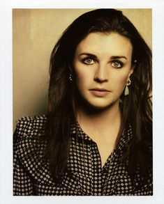 Aisling Bea, Non Blondes, Absolutely Fabulous, Show Photos, Dark Hair, Pretty People, Comedians, Irish, Beautiful Women