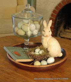hoppy easter Cute & Fresh DIY Spring and Easter Decorations That Mirror Pages of a Fairy Tale - Glam Vapours Easter Dinner, Easter Table, Hoppy Easter, Easter Eggs, Easter Bunny, Easter Crafts, Easter Decor, Easter Ideas, Easter Centerpiece