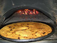 La Socca - A l'origine, la Socca est une spécialité de Ligurie (Italie). En France, elle est consommée sur la Côte d'Azur, principalement à Nice. C'est une grande et fine galette réalisée à base de farine de pois chiche, cuite sur des plaques rondes en cuivre étamée dans un four à pizzas.