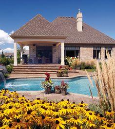 Point de mire de la cour... La piscine! | CHEZ SOI  © TVA Publications | Photo: Rodolf Noël #deco #terrasse #piscine