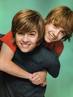 Cole sprouse and dylan sprouse Dylan Sprouse, Sprouse Bros, Cole Sprouse Funny, Dylan E Cole, Dylan Thomas, Hotel Zack Und Cody, Zack E Cold, Suit Life On Deck, Old Disney Shows