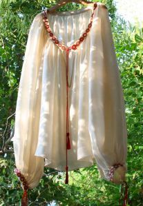 BLUZA MATASE Folk Costume, Peasant Blouse, Gorgeous Fabrics, Blouses For Women, Tassel Necklace, Embroidery Designs, Sequins, Feminine, Traditional