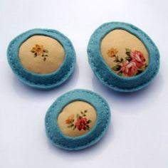 Button - Pin #41. Moldarina: Textile jewellery/Jóias em tecido.