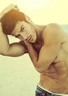 stretchin i see ;) Mode Masculine, Lucas Bernardini, Model Foto, Beard Styles For Men, Raining Men, Attractive Men, Good Looking Men, Man Crush, Hot Boys