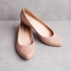 56a0e713caec6 79 melhores imagens de  Sapatos   Shoes sandals, Beautiful shoes e ...