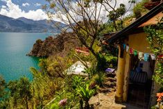 Ganze Unterkunft in San Marcos la Laguna, Guatemala. Casa Rustica is 1 of the 2 houses we offer for rent at Casa Corazon del Lago, 15 mn walk from San Marcos. It's a rustic house, with imperfections but a lot of charm, in a beautiful natural environment, facing lake Atitlan and its volcanoes. You'll...