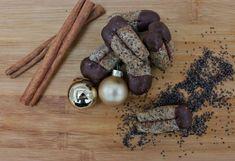 ✨ Mohnstangerl ✨ (erinnern etwas nach Germknödel)  Rezept findet ihr auf meinem Blog ➡️ www.bin-da.at ⬅️ #vegan #veganrecipes #cleaneating #plantbased #diy #pflanzenliebe #austria #selbermachenstattkaufen #recipes #rezept #letscookvegan #bindablogging #blogpost #veganfood #foodblog #instafood #inspiration #foodstagram #veganaustria #govegan #vegangermany #veganlife #veganchristmas #weihnachten #weihnachtenvegan #plätzchenrezepte #veganekekse #weihnachtskekse #austrianblogger #Mohn Christmas, Blog, Inspiration, Vegan Biscuits, Poppy, Xmas, Biblical Inspiration, Navidad, Blogging