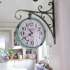 «« clock.»» 50 elegant farmhouse kitchen decor ideas (17)
