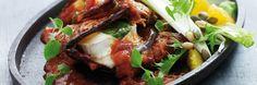 Paistettua munakoisoa, tomaattia ja vuohenjuustoa