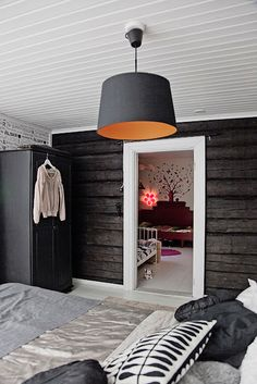 my scandinavian home: A black and white Finnish log cabin Home Bedroom, Bedroom Decor, Bedroom Rustic, Bedroom Ideas, Headboard Decor, Design Bedroom, Master Bedroom, Design Scandinavian, Log Wall