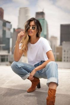 Poses Pour Photoshoot, Rooftop Photoshoot, Style Photoshoot, Outfits For Photoshoot, Photo Shoot Outfits, Model Photoshoot Ideas, Photoshoot Fashion, Picture Outfits, Model Poses Photography