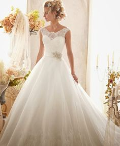 Wedding Dresses | bellethemagazine.com