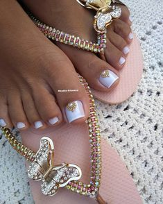 The advantage of the gel is that it allows you to enjoy your French manicure for a long time. There are four different ways to make a French manicure on gel nails. Pretty Pedicures, Pretty Toe Nails, Cute Toe Nails, Cute Acrylic Nails, Pretty Toes, My Nails, Pedicure Nail Designs, Pedicure Nails, Toe Nail Color