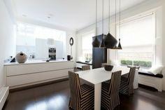 appartement minimaliste coin-repas suspensions