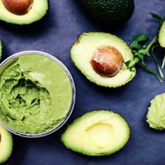 Many of us are eating avocados every day or at least thats what the 9000 Avocado Health Benefits, Fruit Benefits, Healthy Eating Meal Plan, Clean Eating, Superfood, Guacamole, Avacado Toast, Nutrition Guide, Good Fats