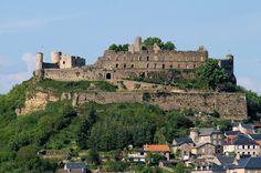 Façade du château de Sévérac-le-Château (Aveyron) CC-BY-SA Bro yves    Camping Beau Rivage à Salles-Curan (env. 50min)