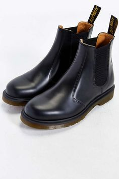 Dr. Martens 2976 Chelsea Boot - Urban Outfitters