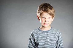 Cómo hablar con un niño enfadado: 19 frases que debemos cambiar