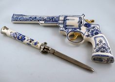 Delft gun and knife