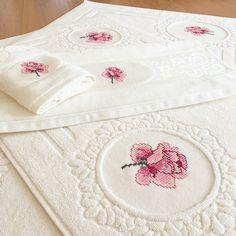 Bargello, Decorative Boxes, Towel, Cross Stitch, Creative, Cotton, Handmade, Home Decor, Hand Towels