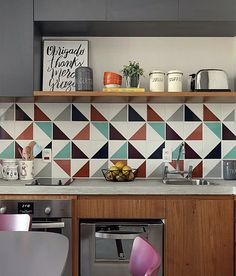 45 Beautifful And Cozy Colourfull Kitchen Ideas - Retro kitchen decor can be tricky to get right in a modern kitchen. When you design your kitchen you want to get a feel for the era that has inspired . Retro Kitchen Decor, Kitchen Tiles, Design Your Kitchen, Interior Design Kitchen, Sweet Home, Kitchen On A Budget, Home Kitchens, Decoration, Kitchen Remodel