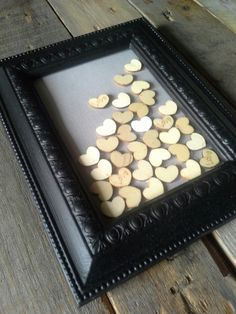Cadre peint noir et coeurs en bois Decoration, Eyeshadow, Painted Frames, Woodwind Instrument, Decor, Eye Shadow, Dekoration, Decorations, Embellishments
