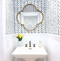 Bathroom decor for the master bathroom remodel. Learn bathroom organization, master bathroom decor some ideas, bathroom tile ideas, bathroom paint colors, and much more. Hexagone Tile, Feather Wallpaper, Bad Styling, Bathroom Styling, Bathroom Inspiration, Bathroom Ideas, Bathroom Organization, Bathroom Storage, Bath Ideas
