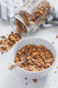 Tahinis granola Vegan Granola, Sugar Free, Cereal, Cookies, Breakfast, Desserts, Food, Crack Crackers, Morning Coffee