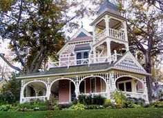 Victorian home in Petoskey, Mi….they have some of the most beautiful Victorian homes here. Old Victorian Homes, Victorian Era, Victorian Houses, Victorian Buildings, Vintage Homes, Victorian Ladies, Pink Houses, Old Houses, Balustrades