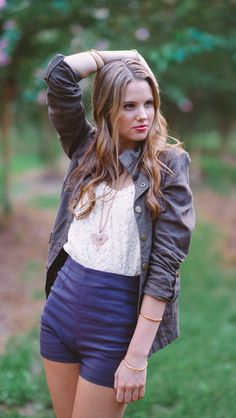 Senior picture ideas for girls. Blue shorts and brown jacket. Great pose idea. www.pashabelman.com