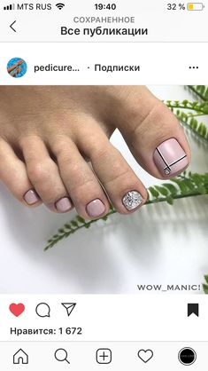 The advantage of the gel is that it allows you to enjoy your French manicure for a long time. There are four different ways to make a French manicure on gel nails. Pedicure Designs, Pedicure Nail Art, Toe Nail Designs, Toe Nail Color, Toe Nail Art, Nail Colors, Pretty Toe Nails, Cute Toe Nails, Hair And Nails