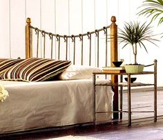 Sengegavl i smijern og tre modell SARA.  #seng #sengegavl #soverom #smijern #interior #interiør #interiormirame #interiørmirame #mirameinteriørogdesign #design #nettbutikk #tre Tapestry, Throw Pillows, Home Decor, Design, Shopping, Headboards, Yurts, Wood, Furniture