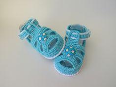 sandalia feita de croche, cores e tamanhos a criterio do cliente.   tamanhos:0 a 3 meses,3 a 6 meses!!!  informar o tamanho no ato da compra!