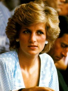 Diana, Princess of Wales, died when the car carrying her and her lover Dodi Fayed crashed at high speed in Paris, trying to outrun a group of press… Princess Diana Photos, Princess Diana Family, Princes Diana, Royal Princess, Princess Of Wales, Lady Diana Spencer, Diana Fashion, Women's Fashion, Charles And Diana