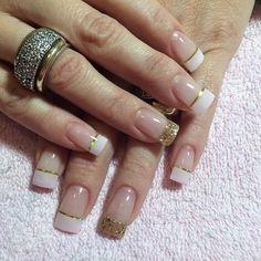 Rosado y dorado! Una súper combinación!! Te gusto @veronicacubes ? #uñasdecoradas #uñaslindas #acrilico #gel #gelnails #esculpido by pencita