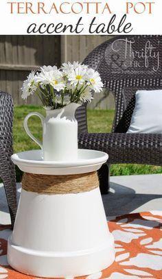 * Decoração e Invenção *: Mesa de Jardim Fácil Accent Table Decor, Decoration Table, Accent Tables, Diy Porch, Diy Patio, Patio Ideas, Garden Ideas, Porch Ideas, Landscaping Ideas