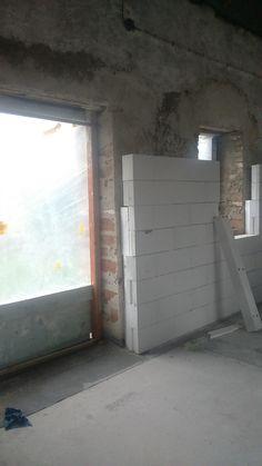 Multipor prináša pre vnútorné zateplenie nové, jednoduché a účinné riešenie. Zaistí vám v dome zdravú klímu. #rodinnydom #stavba #svojpomocne #stavebnymaterial #ytong #zdravebyvanie #vysnivanydom #modernydom #staviamedom #ytong #byvanie #rodinnebyvanie #modernydomov #architektura #rekonstrukcia #rekonstrukciadomu Garage Doors, Outdoor Decor, Home Decor, Decoration Home, Room Decor, Home Interior Design, Carriage Doors, Home Decoration, Interior Design