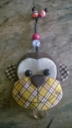 Monkey key cover by Munkongshop on Etsy Cute Sewing Projects, Sewing Crafts, Hobbies And Crafts, Diy And Crafts, Quilt Patterns, Sewing Patterns, Key Fobs, Key Chain, Key Pouch