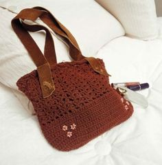cartera marrón en crochet