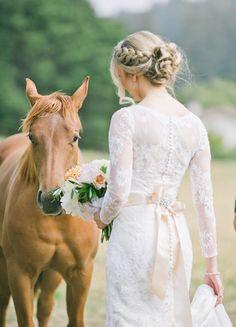 Rustic + Elegant Outdoor Wedding at Devine Ranch – Wedding Dresses Fashion Barn Wedding Cakes, Wedding Pics, Chic Wedding, Wedding Styles, Dream Wedding, Wedding Ideas, Farm Wedding, Outdoor Wedding Hair, Rustic Wedding Hair