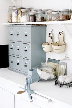 3 Nice Clever Ideas: Modern Vintage Home Decor Country vintage home decor turquoise shabby chic.Vintage Home Decor Shabby Cabinets modern vintage home decor industrial loft.Vintage Home Decor Romantic Country Style. Vintage Kitchen Decor, Shabby Chic Kitchen, Shabby Chic Homes, Vintage Decor, Country Kitchen, French Kitchen, Vintage Modern, Vintage Yellow, Retro Vintage